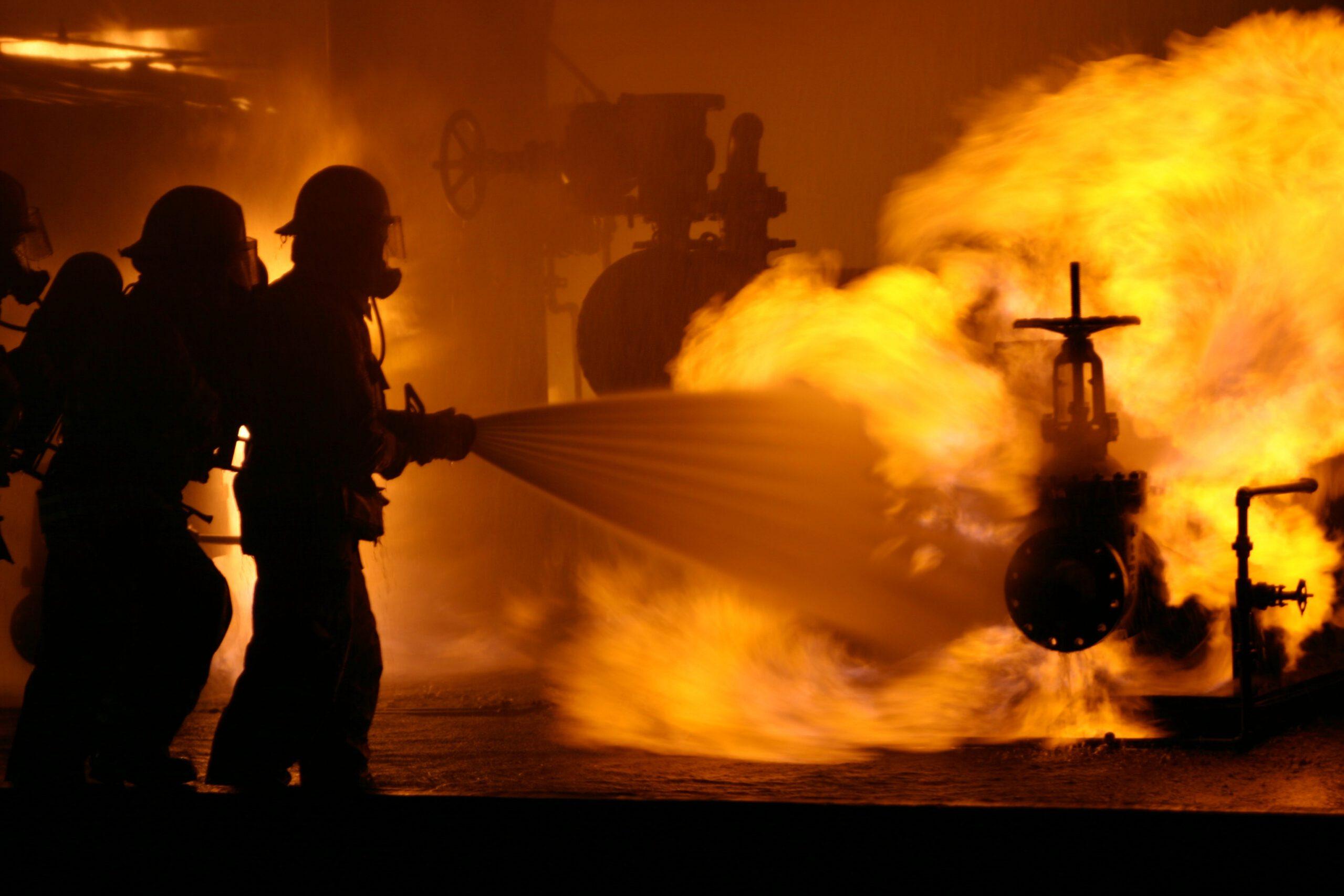 firefighter-fire-firefighting-A5P7EBD